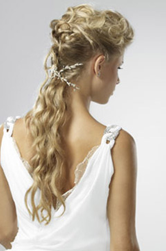 A gorgeous feminine wedding hairstyle with a Greek goddess feel to it.