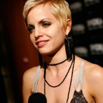 Mena Suvari cropped haircut
