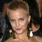 Mena Suvari with very short blonde hairstyle
