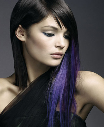You can also choose extreme black hair dye with bright and chunky highlights