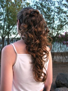 This is a beautiful simple updo you can create with curly hair that has been layered. This hairstyle is fantastic for formal occassions such as proms and weddings.