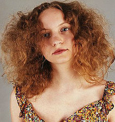 Lack of moisture, essential oils and protein in the hair can cause frizzy hair
