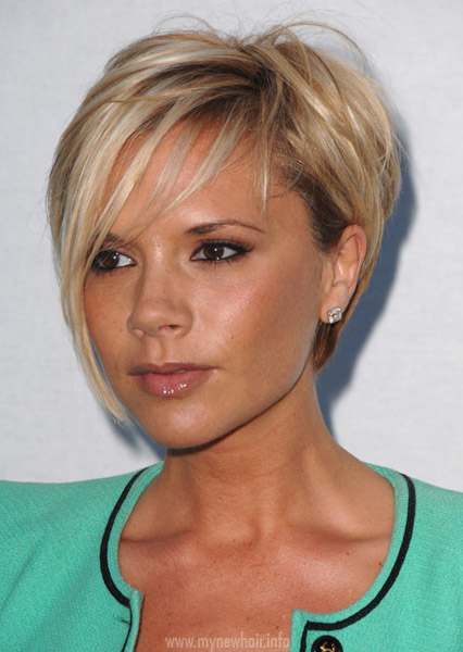 Victoria Beckham looking gorgeous with her short blonde hair.