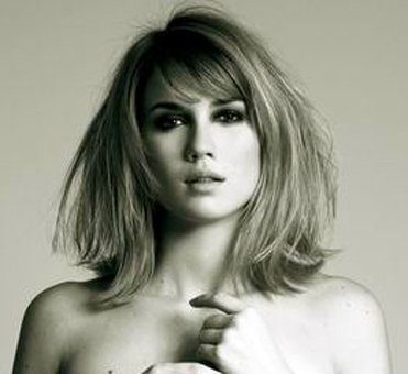 medium length bangs hairstyles. side fringe hairstyles 2009. Short side-swept bangs spice up medium length