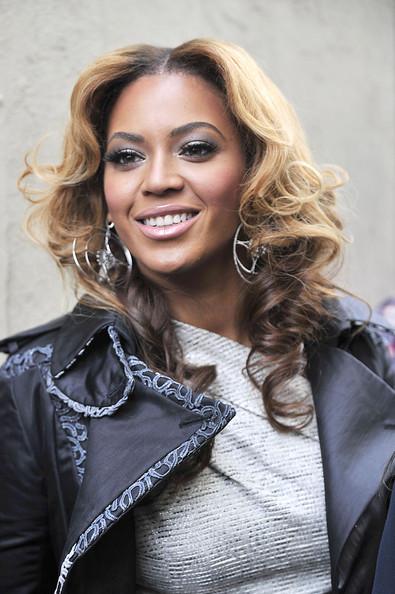 mid length curly hairstyles. beyonce-medium-length-wavy-