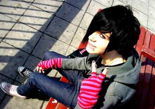 http://www.mynewhair.info/wp-content/uploads/2009/03/adorable-emo-boy.jpg