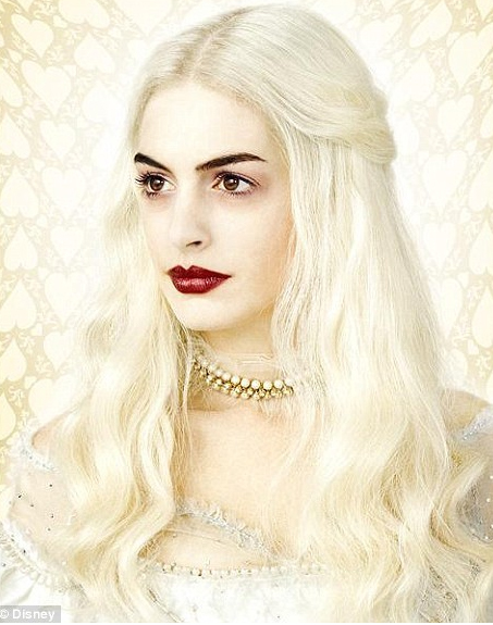 anne-hathaway-white-queen