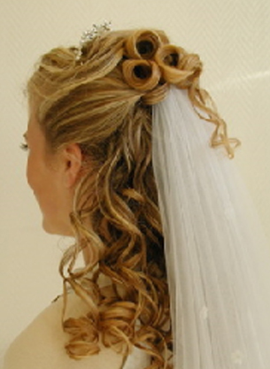 Add a veil to your wedding hairstyle for long hair.