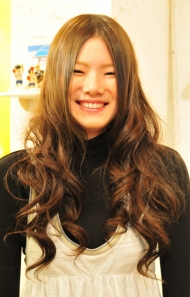 Layered hairstyles for teens are youthful and playful. use hot curlers to create big waves.