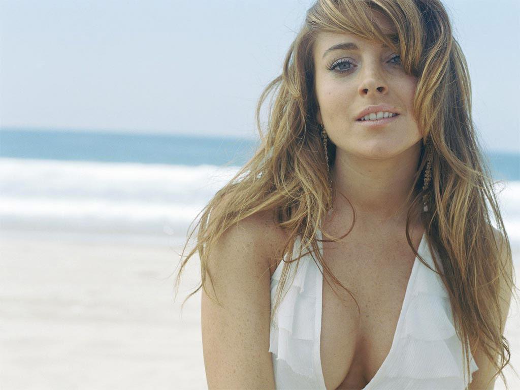 Lindsay Lohan with sexy beach hair .