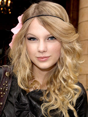 Taylor Swift – Beachy Waves hair Style. Posted under: