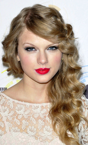 taylor-swift-dark-blonde-hair. Posted under: